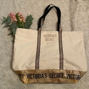 Gift with purchase Victoria's Secret tote